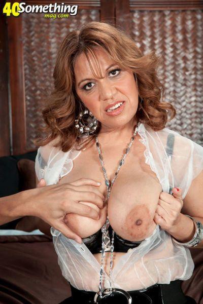Kinky housewife with impressive boobs Marisa Carlo gets banged and creamed