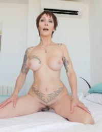 Short haired older woman Catalya Mia spreads her pierced twat before anal sex