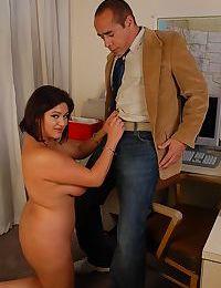 Fatty Latina mature Mimi Meet is sucking her bosss hard pole