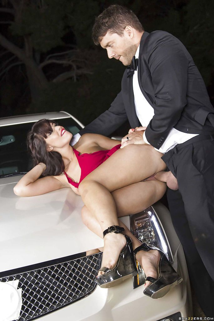 Отимел на автостоянке