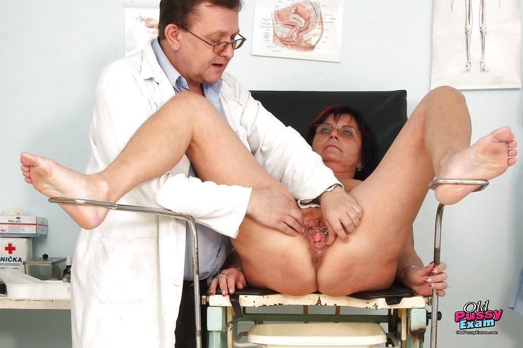порно фото бабушек в гинеколога