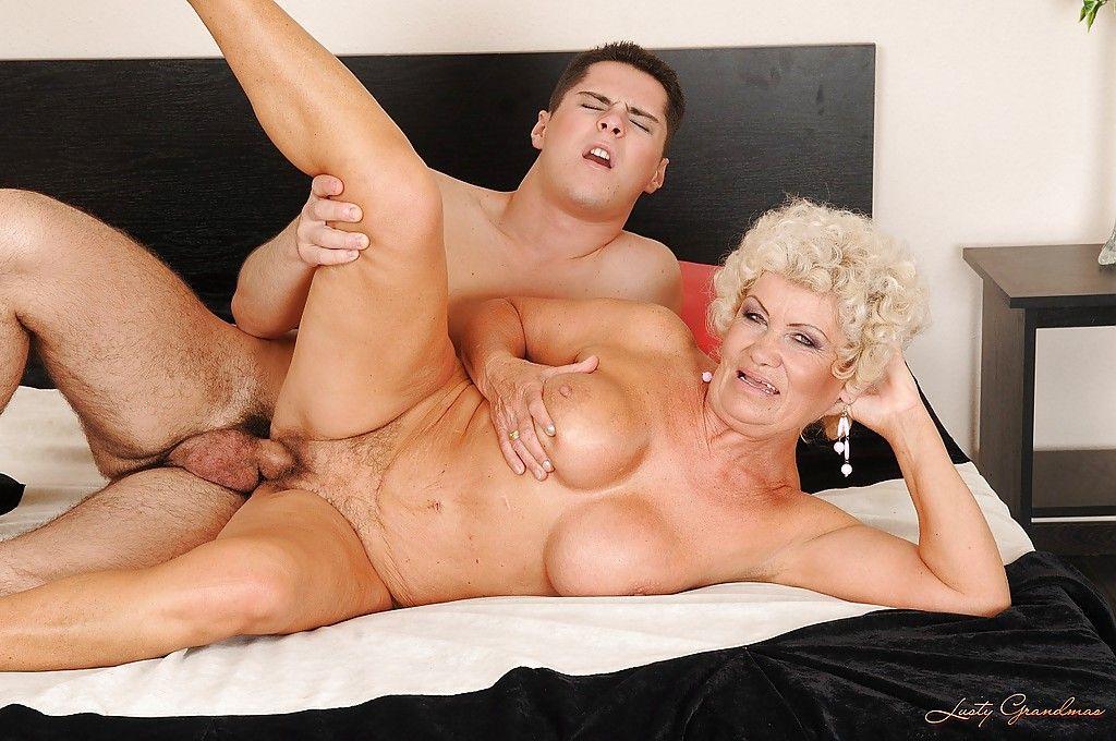 дед смотрит как ебут его бабку порно онлайн