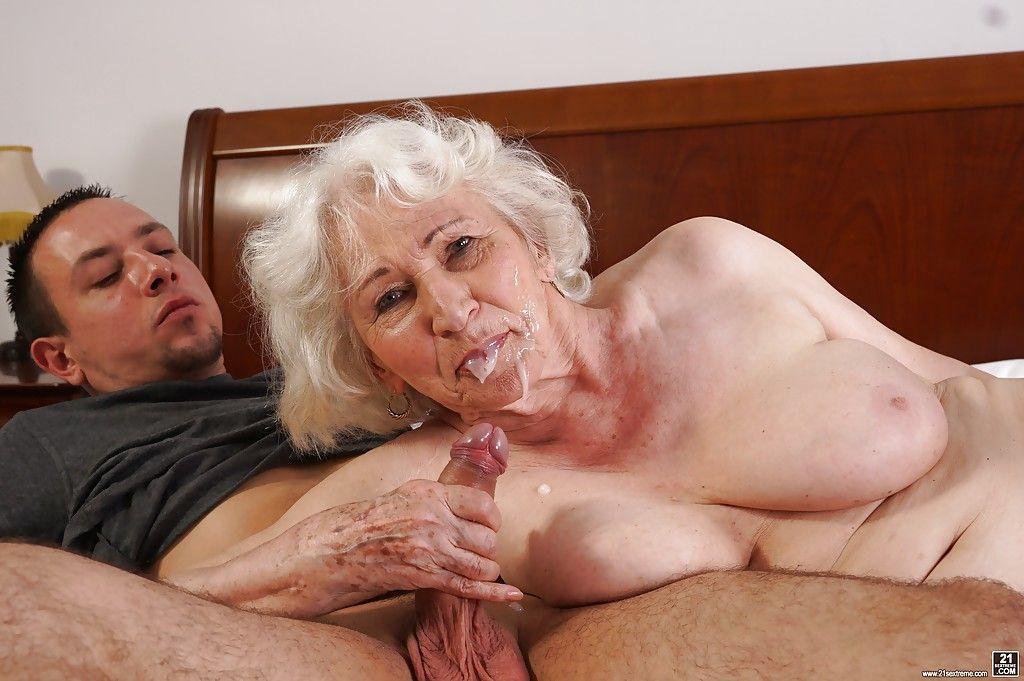 Хочу ебать бабушку