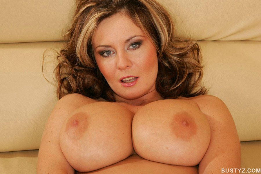 Busty mature babe Bianca spreading and fingering her wet twat