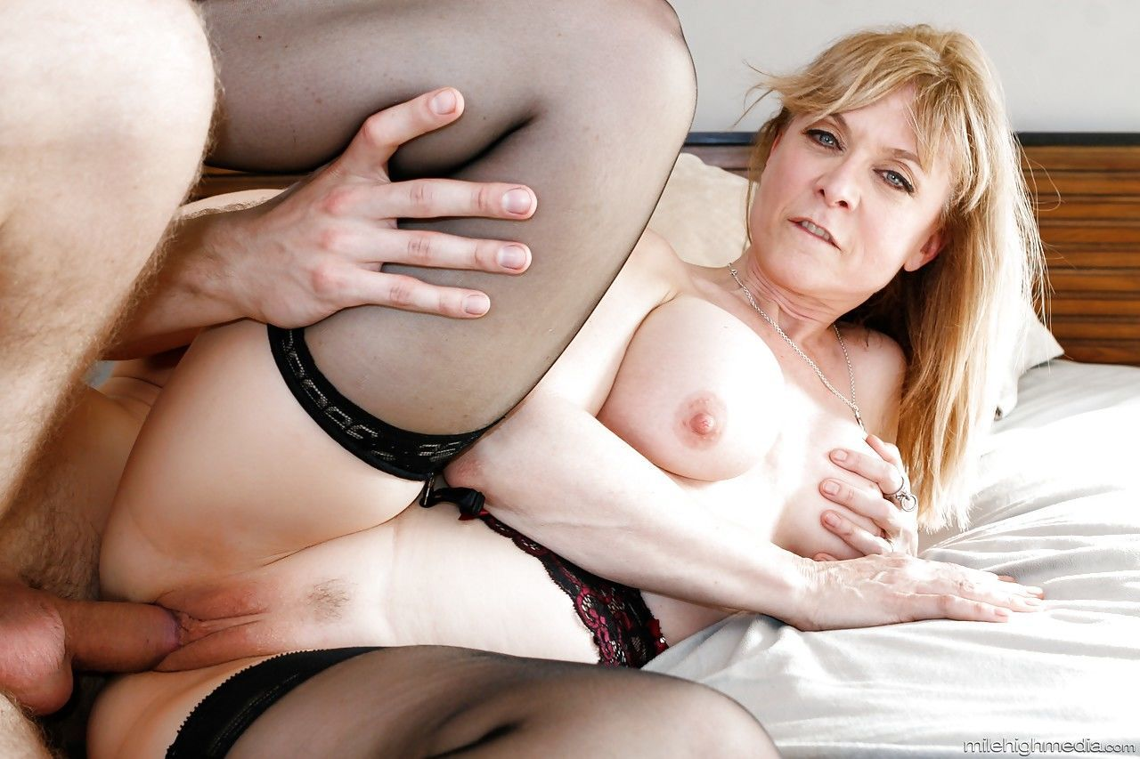 Busty mature mom Nina Hartley in in high heels on knees fucking doggystyle - part 2