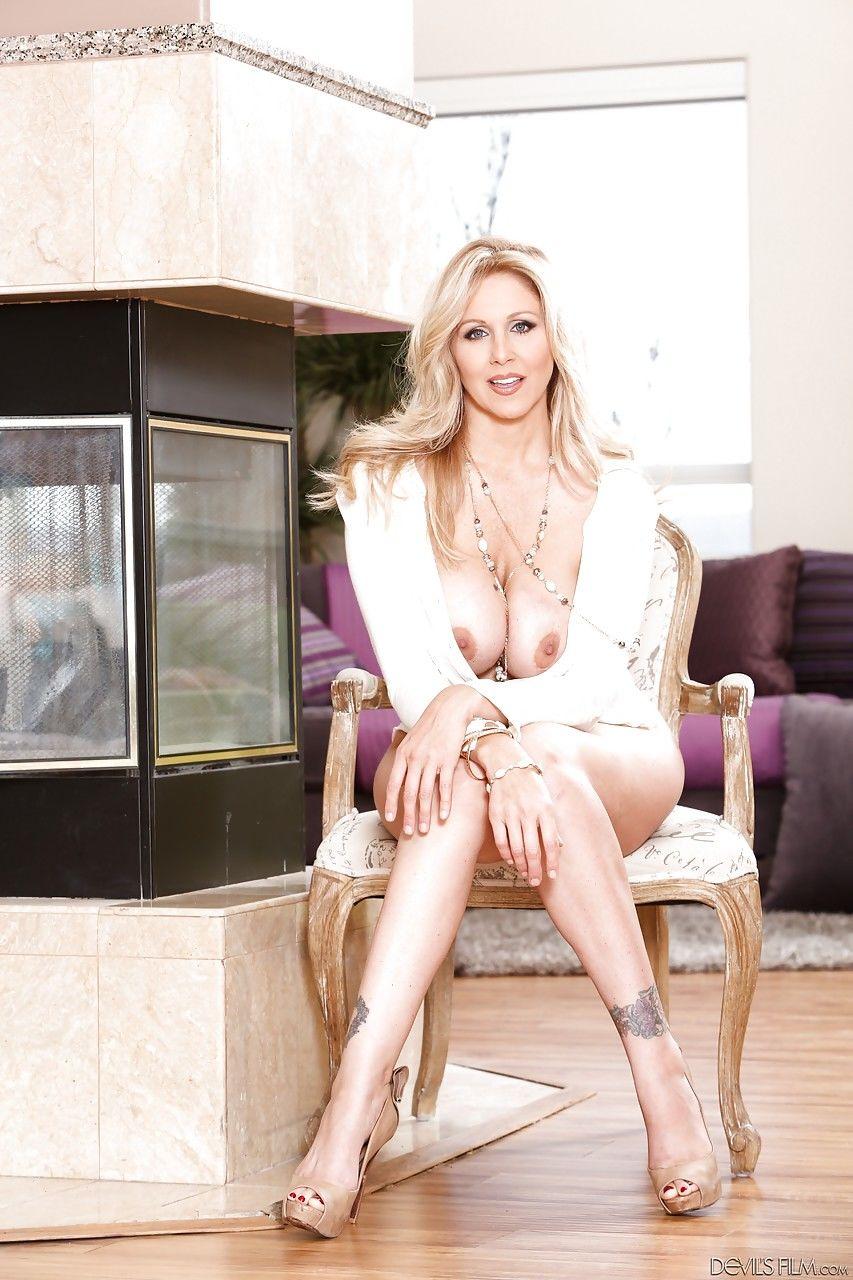 Busty mature bombshell Julia Ann unveils her huge melons and her twat