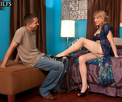 Luscious mature woman Shana..