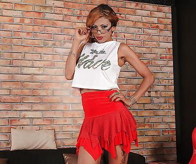 Latina sol model Manuella Pimenta..