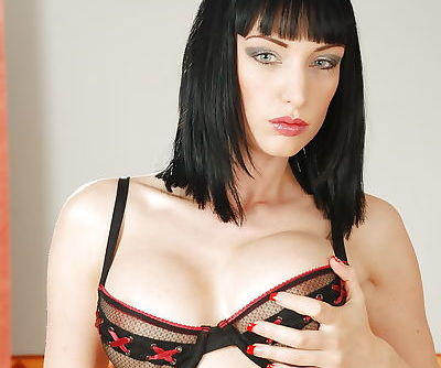 Kinky babe Sofia Anal poses in..
