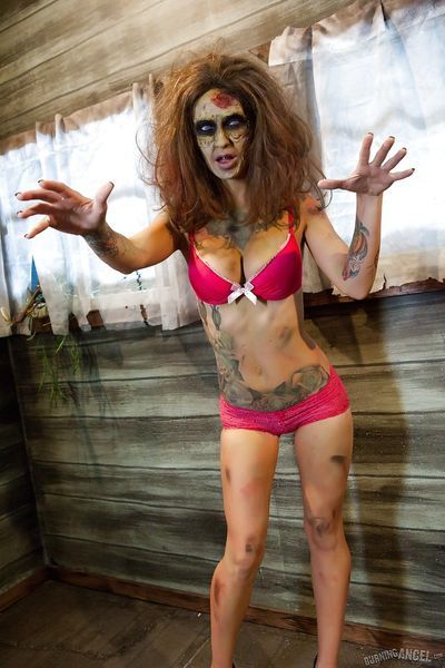 Saucy brunette cosplayer Kleio unveils her zombie tits and pussy