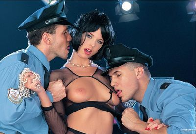 Short haired MILF Simony Diamond takes a hard DP from 2 on duty policemen