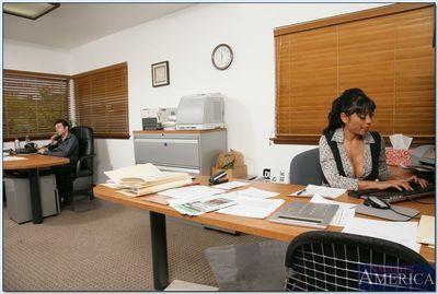 Ravishing hindu MILF Priya Anjali Rai scoring huge dick in the office