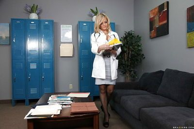 Blonde Alexis Texas with big tits has sex in a doctor\\\