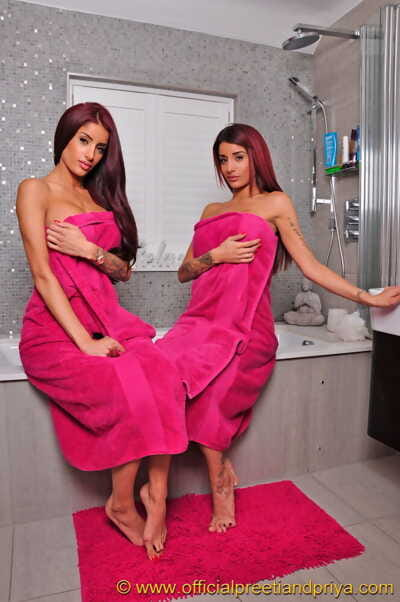Indian twins Preeti and Priya free their hot bodies from matching bath towels