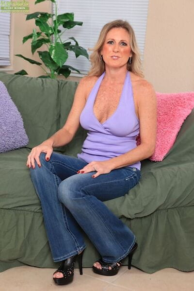 Middle-aged amateur Jade Jamison strips off blue jeans on way to pussy play