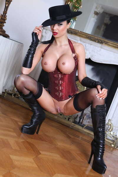 Sexy MILF Jasmine Jae bangs two dicks at once in a waist cincher and black hat