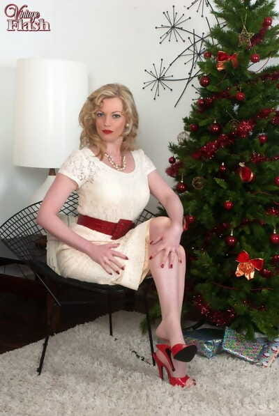 Mature MILF Holly shows her snatch at Xmas in vintage lingerie and nylons