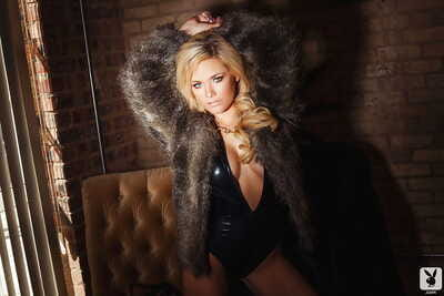 Fine and bonny blonde babe Jessi Marie is a richly-endowed female