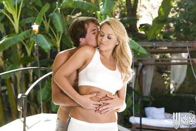 Sensual blonde pornstar Mia Malkova gets herself nice outdoor sex