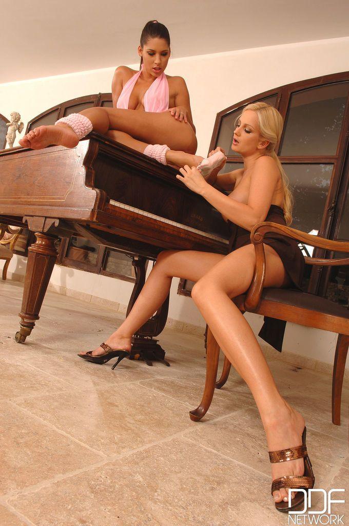 Sandra Shine and Zafira fantastic foot fetish lesbian moments on cam