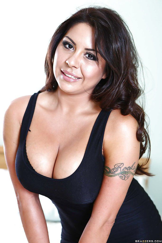 Close up posing from a Latina babe with big tits Candi Coxx