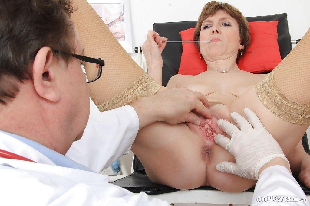 Gyno doctor fucks mature Oslava using his hard short fingers