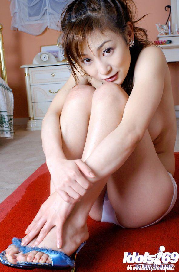 Fuckable asian babe Mako Katase slipping off her wet lingerie