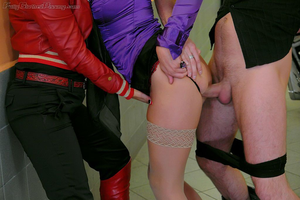 Alexa Bold & Eliss Fire have a wet groupsex with a kinky guy