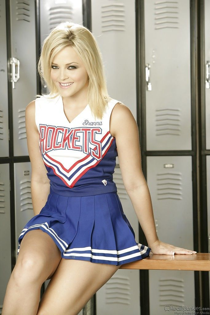 Bootylicious blonde babe Alexis Texas slipping off her cheerleader uniform