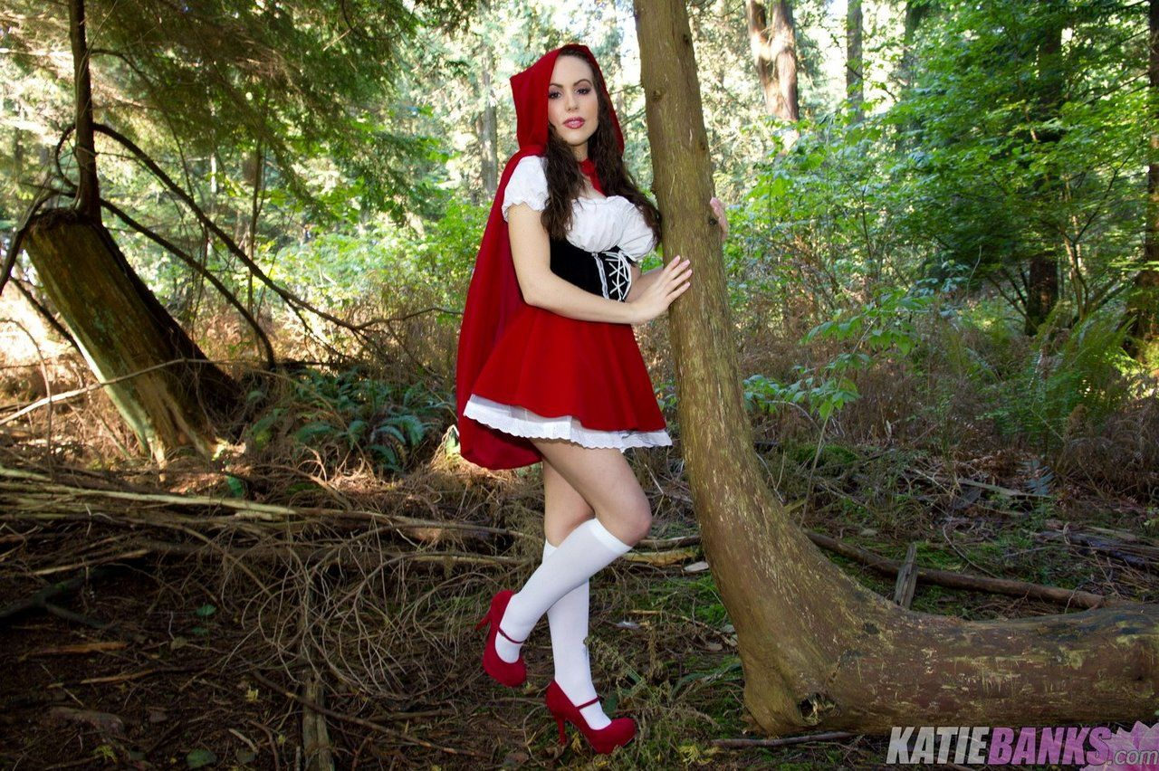 amateur katie banks flashing tits and twat in woods dressed as red