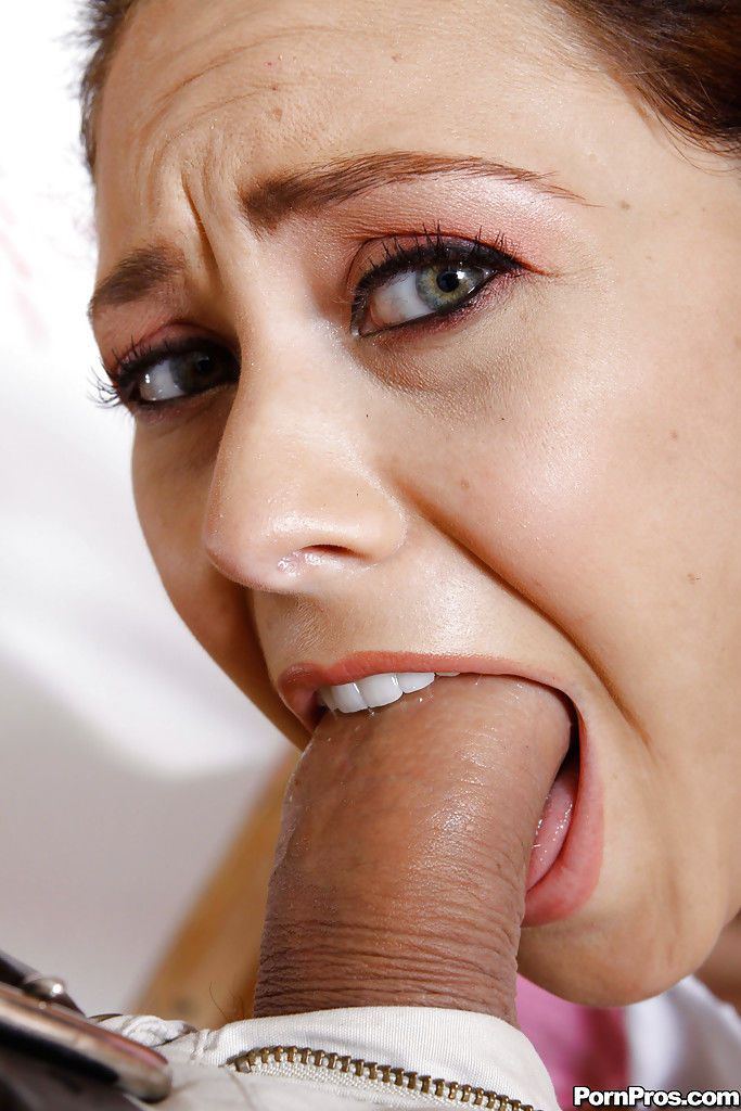 Jessica Valentino gives a deepthroat blowjob and gets toyed hardcore