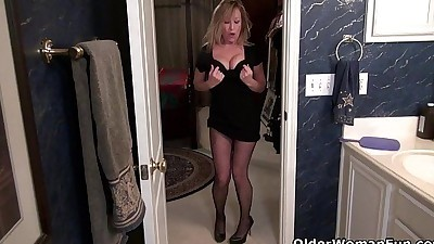 American milf Sally Steel gets..