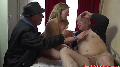 Young dutch whore fucks an old..