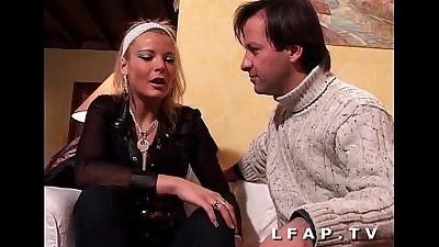 Jolie blonde francaise adore la..