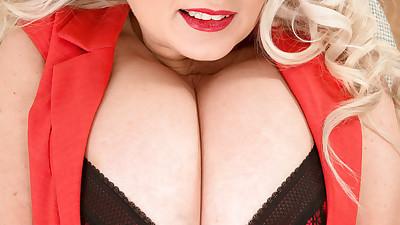 Fat mature hottie Samantha..