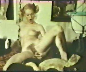 Lesbian Peepshow Loops 533 1970s..