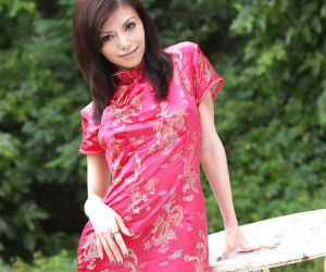 Adorable asian babe slowly stripping off her clothes and..
