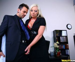 Blistering MILF Skylar Price gets a mouthful of jizz after..