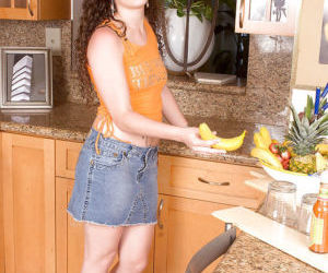 Amateur MILF Victoria Dream stripping naked in kitchen to..