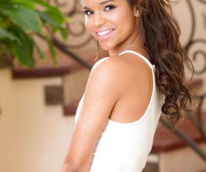 Cute Latina teener Gabriella Ford flashing young girl..