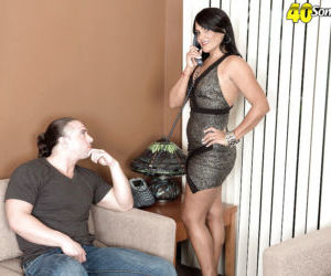 Mature brunette lady Amber Reiz blowing younger cock for..