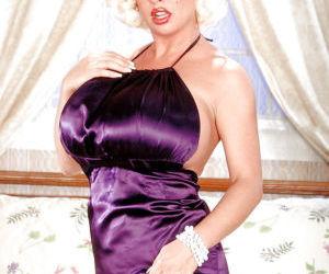 Blonde pornstar SaRenna Lee releasing monster sized tits..