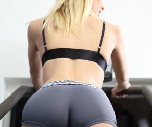 Fitness girls Kenna & Natalia Starr remove their short for..
