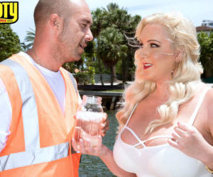Blonde BBW Holly Wood seduces guy that was looking for..
