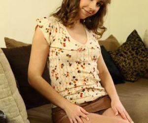 Amateur teen girl Fira Ventura delves fingers into pussy..